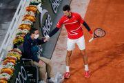 Fans Tenis Sindir Novak Djokovic Pukul Hakim Garis Roland Garros