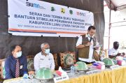 Iqbal Suhaeb Serahkan Bantuan Stimulan Perumahan Swadaya