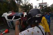Demo Tolak Omnibus Law di Pekanbaru Ricuh, Mobil Polisi Dirusak Massa