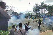 Demo Ratusan Mahasiswa di DPRD Kota Sorong Berakhir Rusuh