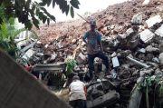 Tembok Bangunan Milik Polres Purwakarta Ambrol, Timpa Rumah Warga