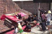Protes Pemerintah, Dalang di Boyolali Pentas di Atap Rumah