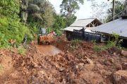 Longsor Tutup Jalur Tasikmalaya-Pangandaran, Rumah dan Truk Tertimbun