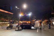 DLH DKI Bersihkan 17,5 Ton Sampah Setelah Demo Tolak Omnibus Law 1310