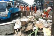 Kebut Pembuatan Sumur Resapan, 2 Bangunan Liar di Cipinang Melayu Ditertibkan