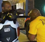 Mike Tyson Mengerikan! Roy Jones Jr: Dia Eksplosif dan Menghibur