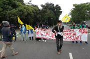 Demo Tolak Omnibus Law Cipta Kerja, Mahasiswa Tutup Jalan Pemuda Pulogadung
