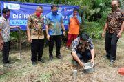 Karyawan XL Axiata Blusukan Bangun Pembangkit Listrik di Pelosok Kalbar