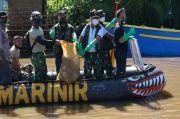 Sisir Bantaran Sungai, Lantamal VIII dan 400 Personel Gelar Bersih-Bersih Sungai