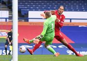 Bek Liverpool Virgil van Dijk Diprediksi Absen hingga Delapan Bulan