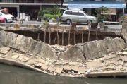 Diterjang Derasnya Air, Turap di Pulogadung Kembali Ambles