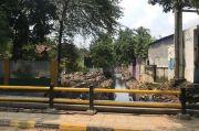 Antisipasi Banjir, SDA Jakbar Normalisasi Saluran Penghubung di Jalan Sasak