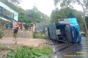 Jalan Licin Bus Ngerem Mendadak lalu Terguling di Nagreg, 20 Orang Terluka