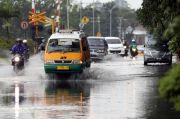 Siang Hujan Ringan-Sore Hujan Sedang Guyur Kota Bandung