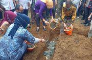 Kemnaker-Kemendes Bangun 1.000 Sanitasi dan MCK di Desa