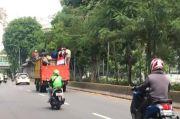 Numpang Truk, Puluhan Remaja Menuju Harmoni untuk Ikut Aksi Demo