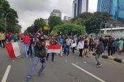 Dikira Akan Ditangkap Polisi, Pelajar STM Kocar-Kacir di Jalan Medan Merdeka Selatan