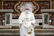 Paus Fransiskus Memakai Masker untuk Pertama Kali di Acara Publik