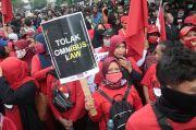 Ribuan Massa Kepung Bundaran Tugu Kota Malang, Tolak Omnibus Law
