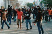 Relawan Salah Satu Paslon di Makassar Kejar Pendemo Omnibus Law