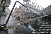 Akibat Hujan Deras, Dua Tiang Listrik di Kembangan Ambruk