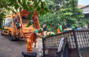 DLH DKI Bersihkan 2,1 Ton Sampah Bekas Demo Tolak UU Ciptaker