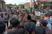Ratusan Karyawan Perusahaan Sawit Geruduk Polres Bengkulu Utara