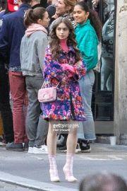 Tren Nicola Bag yang Fashionable ala Emily in Paris