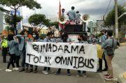 Mahasiswa Demo di Depan Kampus, Jalan Margonda Tersendat