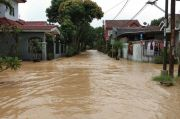 BPBD DKI Keluarkan Peringatan Dini Bahaya Banjir Bagi Warga di Bantaran Sungai