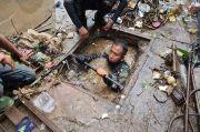 Bersihkan Drainase Penuh Sampah, Serka Eri Nekat Masuk Gorong-gorong