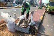 Puluhan Pot Milik DLH Makassar di Jalan Nusantara Dirusak