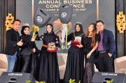 Ms Glow Beri Penghargaan di Annual Business Conference