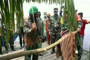 Berkunjung ke Lokasi TMMD, Danrem 102/Pjg Disambut Ritual Adat Potong Pantan