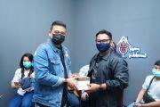Luar Biasa! Ihza Mahendra Rancang Kostum Official Tim Bobby Nasution