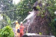 Diguyur Hujan Deras, Tebing di Kampung Bangkil Sukasari Kota Tasikmalaya Longsor Timpa Dua Rumah