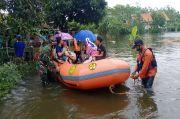 Dramatis, Basarnas Evakuasi Korban Banjir di Cilacap