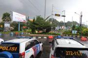 Puncak Bogor Diguyur Hujan, Pengendara Diimbau Waspada