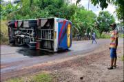 Bus Jurusan Palembang-Pagar Alam Terguling, Puluhan Penumpang Terluka