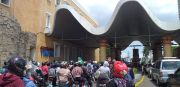 Pengunjung Padati Ancol, Makin Siang Antrean Makin Mengular