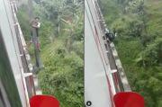 Pemotor Gelantungan di Atas Jembatan KRL, Ternyata Terobos Jalur Kereta untuk Perpendek Jarak