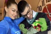 Momen Hallowen, Zayn Malik dan Gigi Hadid Pamer Foto Anak Pertama Kali