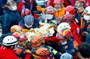 Dua Bocah Turki Diselamatkan Setelah 3 Hari Tertimbun Puing