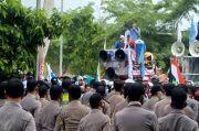 Tuntut Naik UMK 8,51%, Buruh KBB Bertahan di Tengah Hujan