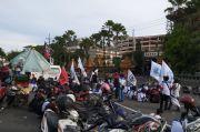 Buruh Tak Puas Penetapan UMP, Geruduk Gedung DPRD Jatim