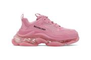 Balenciaga pun Rilis Sneaker Pink Seharga Rp 14 juta