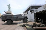 Kapal Perang Kolinlamil dan Material Tempur Pasukan TNI AD Bersiaga di Koarmada II Surabaya, Ada Apa?