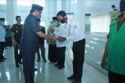 Pemkab Barru Serahkan Kartu BPJS Ketenagakerjaan ke 858 Pekerja Formal