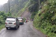 Derasnya Curah Hujan, Jalan Menuju Kecamatan Ulupungkut Madina Tertimbun Longsor