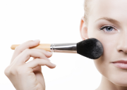 10 Cara Menyembunyikan Bekas Jerawat dengan Makeup